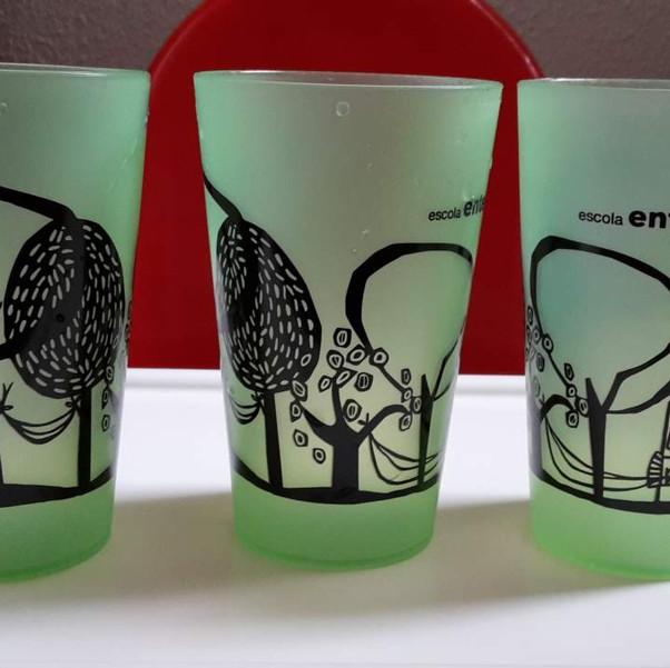 Diseño Vasos Escuela.jpg