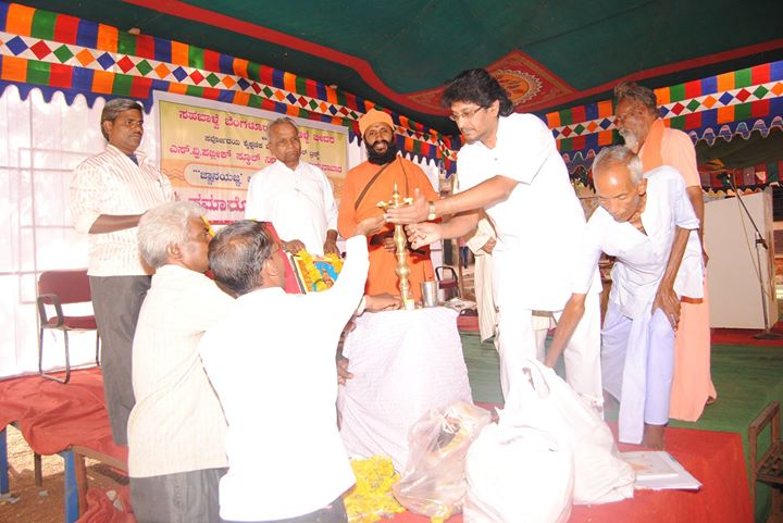 Sri.Raghavendra Prasad Lighting the lamp at Jnana Yagna Closing ceremony_Sri