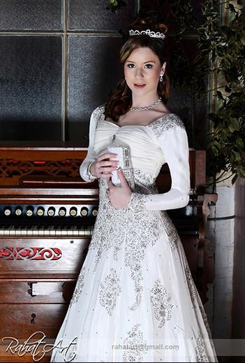 Bridal_White_Dress_4.jpg