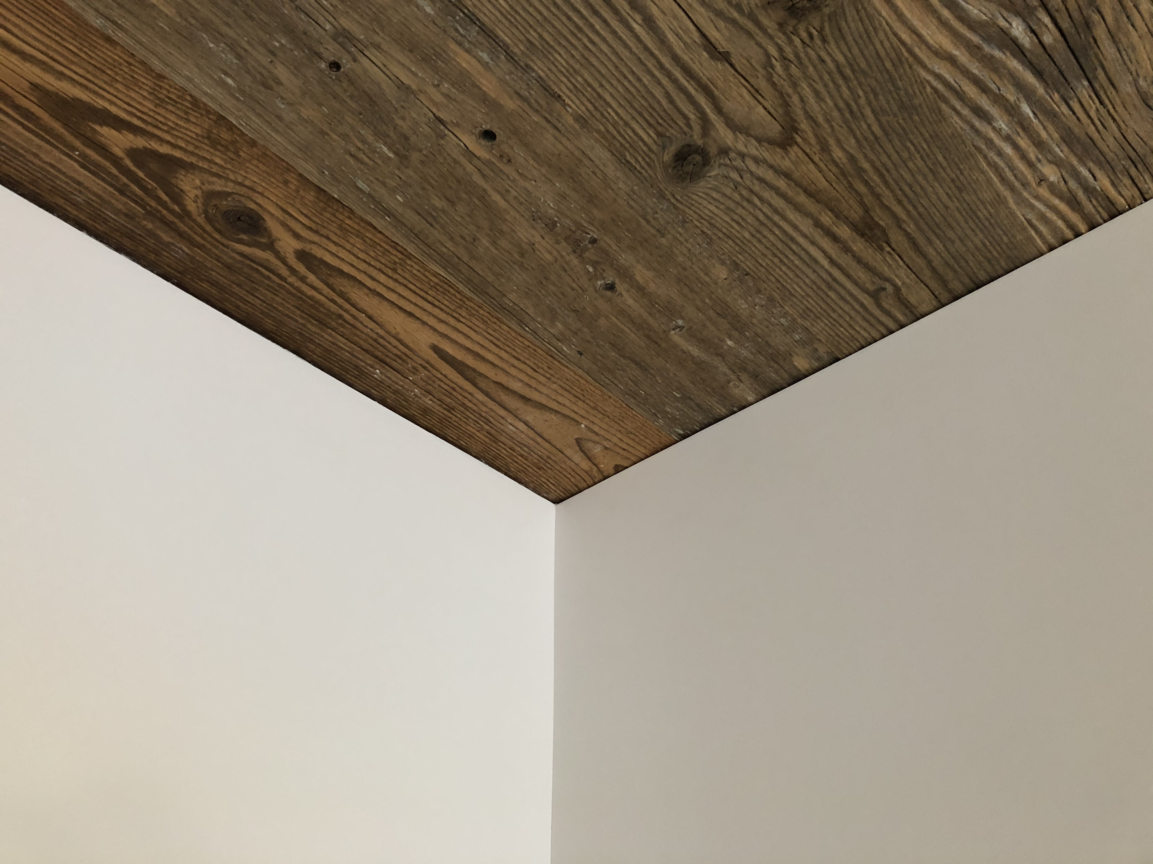shadow gap - walls vs ceiling (in the corner)