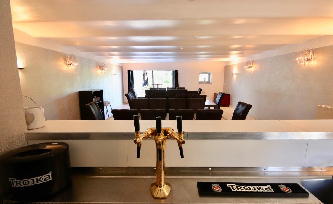 Coin bar et salle à manger