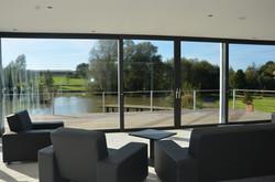 Salon vue sur l'étang