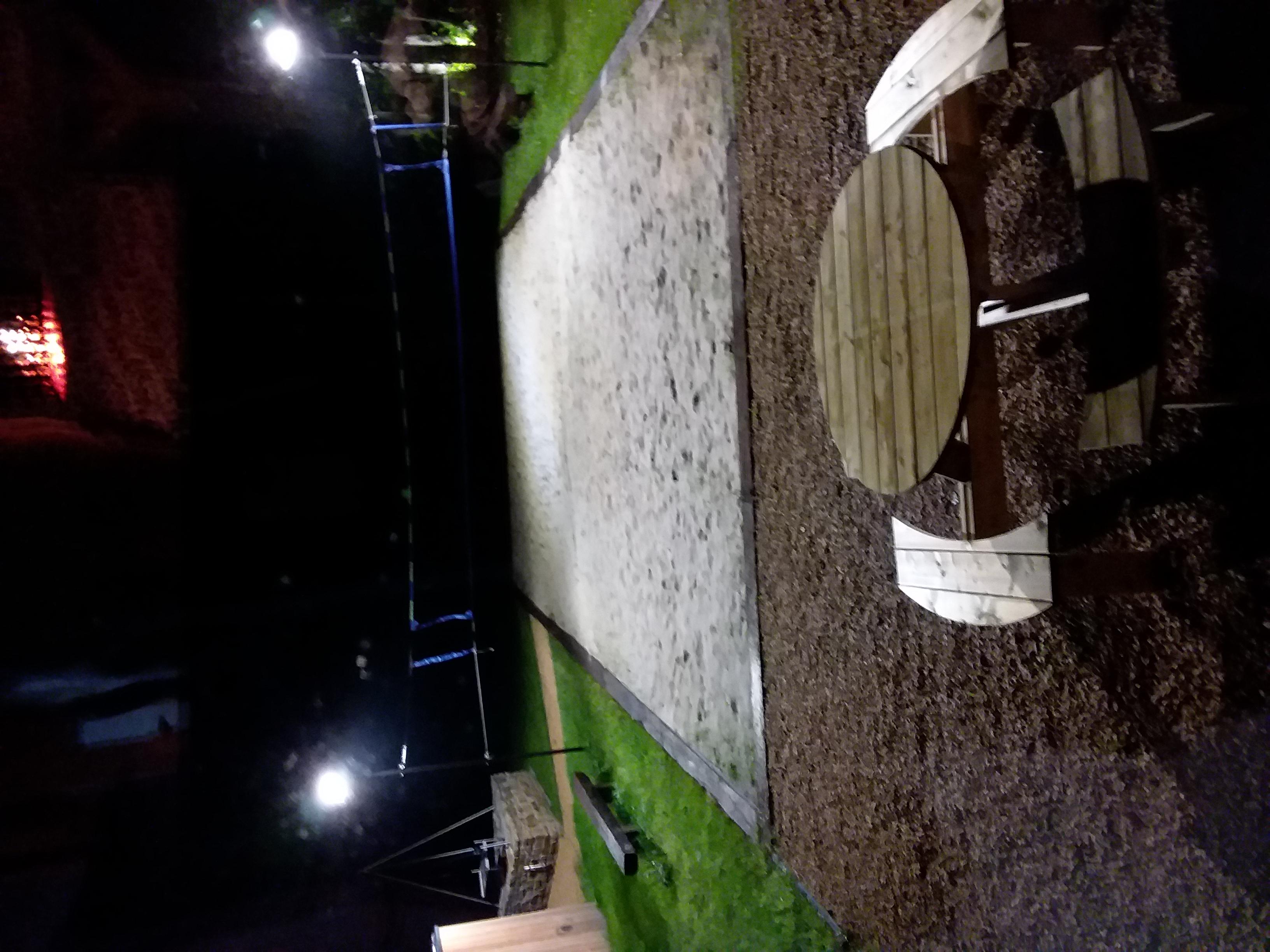 Terrain_de_volley_en_soirée