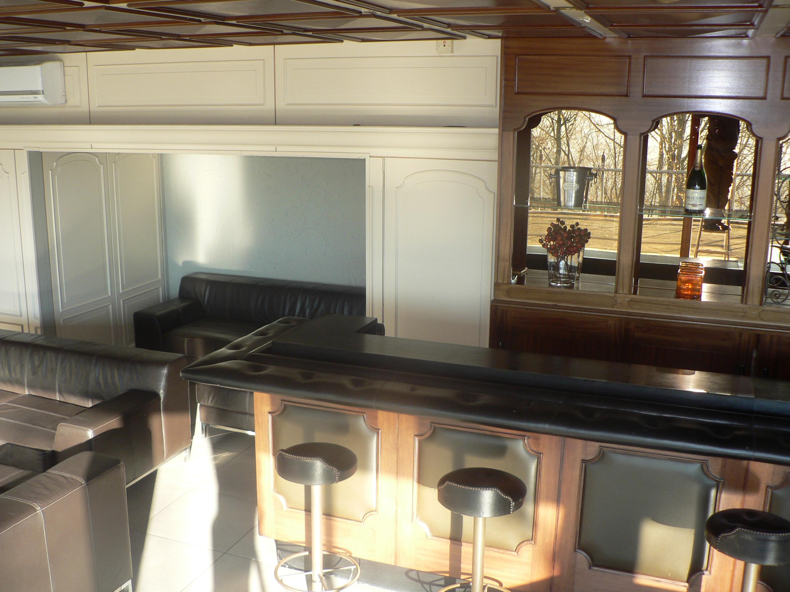 Bar avec pompe à bière