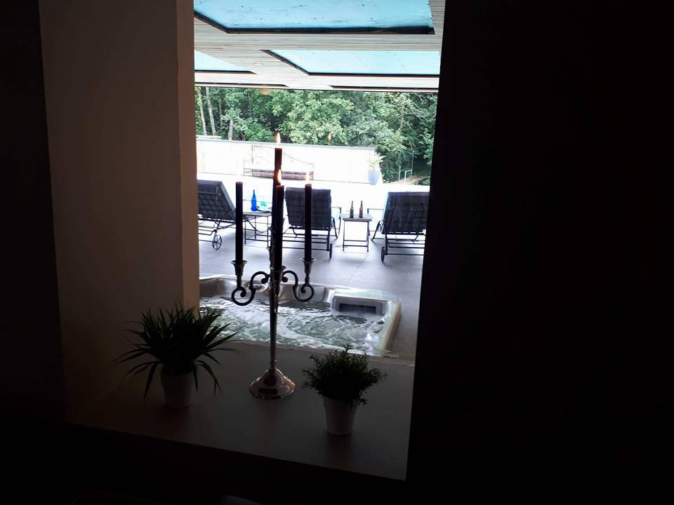 Jacuzzi_et_piscine_extérieur