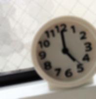 5時前の時計