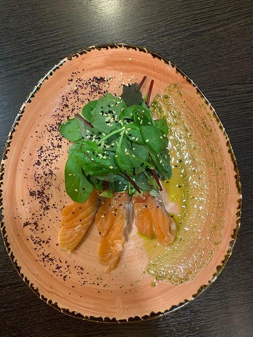 Салат с авокадо, лососем и киноа