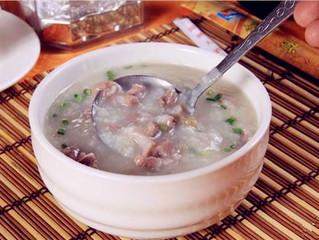 Fokhagymás rizskása darált hússal és újhagymával