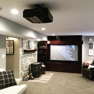 Home Theater w/retractable Screen