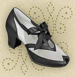 spacevintage,marseille,france,Escarpins 2 tons,talon cubain,chaussures, bottines,espadrille,pantoufle,bottes,mocassins,sandales,Femme vintage 1940