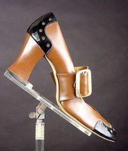 es,escarpin à talon bas,vinyl,grosse boucle,vernis,bottes,bottines,femme,pas cher,jamais porté,stock neuf d'époque,vintage 1960