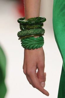 spacevintage,marseille,france,Montres,bagues,bracelets,Bangels, bakelite, galalithe,broches,chaines,Femme vintage 1930