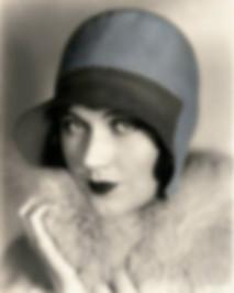 spacevintage,marseille,france,chapeaux cloche,feutre,berrets,echarpes,foulard,boa,gants,ceintures,étoles,femme vintage 1920, vieux stock neuf, pas cher