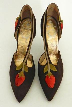 spacevintage,marseille,france,escarpins talon eguille,steeleto heel, escarpin talon haut,chaussures de soirée,roger vivier, vintage 1950