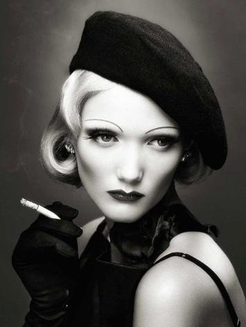 spacevintage,marseille,france,beret,fume cigarette,boa,ceinture,bas,chapeaux,sacs,pochette,vanity,peigne,barette,épingle à chapeaux vintage 1920