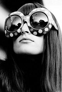 spacevintage,marseille,france,lunettes,casquettes,chapeaux,berets,sacs,pochettes,porte-money,foulard,écharpe,étole,briquet,femme vintage 1960