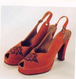 spacevintage,marseille,france,Escarpins 2 tons,talon cubain,chaussures, bottines,espadrille,pantoufle,bottes,mocassins,sandales,plateformes, chaussures compensée, Femme vintage 1940