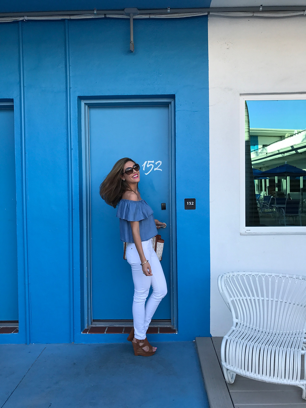 chambray top, white denim, white jeans, summer fashion, vacation, packing tips