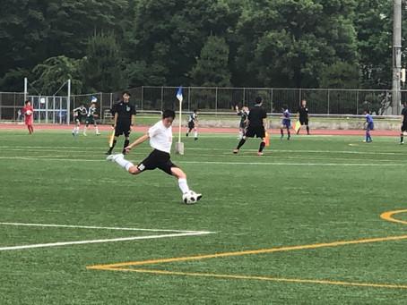 ライオンズ杯 6月23日中央公園にて3年生(ほぼ2年生)と6年生(Aクラス)の試合が行われました。  後半に続く