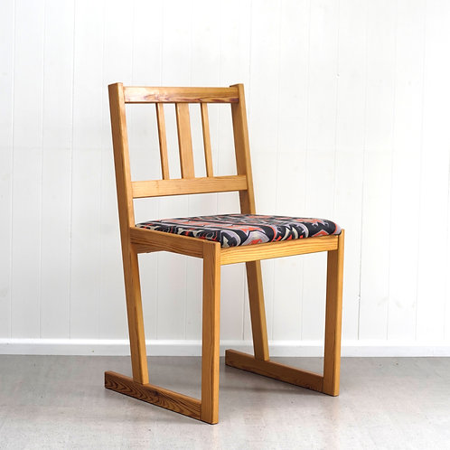 Set of 4 Sled Base Chairs