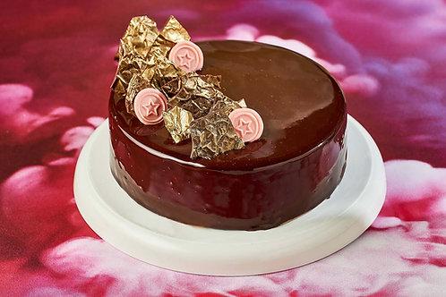 Шоколадно-вишневый торт S