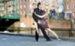 Tango-buiten-voor-het-sieraad-Rene-en-Ga
