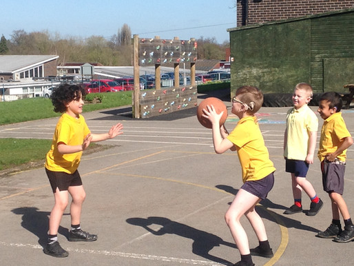 Y3 Freesia Class have been learning about how to play netball for PE. We really enjoy it!