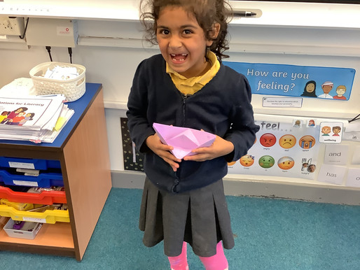 Y2 (Germany) designed and created their own paper boats. They loaded their boats up with gold coins.