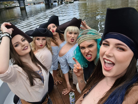 Pirate Theatre Restaurant crew making waves along the Yarra!