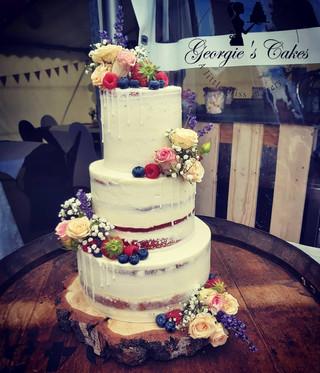 Bruidstaart naked cake met verse bloemen en fruit Georgie's Cakes.jpg