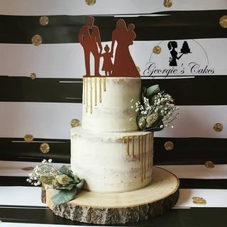 Bruidstaart naked dripcake met droogbloemen en topper Georgie's Cakes.jpg
