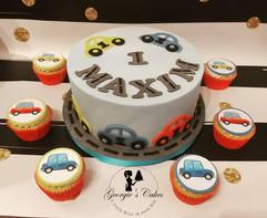 1e verjaardag auto taart en cupcakes.jpg