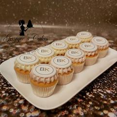 Bedrijfs logo cupcakes.jpg