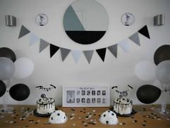 Zwart wit 1st birthday cake - Georgie's