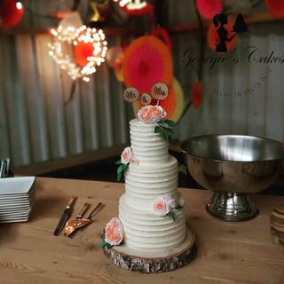 Bruidstaart rustiek met suikerbloemen Georgie's Cakes.jpg