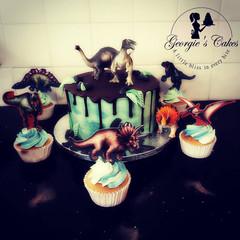 Dino drip taart & cupcakes.jpg
