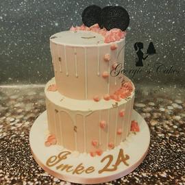 2 laags roze dripcake.jpg