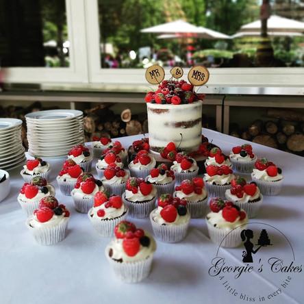 Naked weddingcake and cupcakes - Georgie
