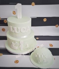 Mintgreen and white silhouet cake.jpg