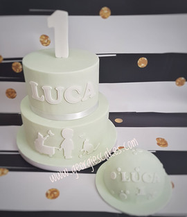 Mintgreen and white silhouet cake.jpg