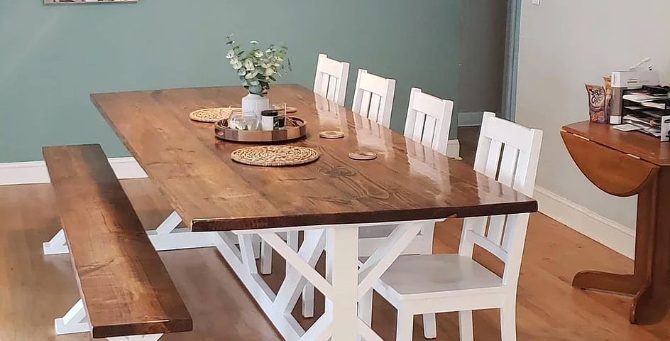 Special Walnut Southern Charm Table