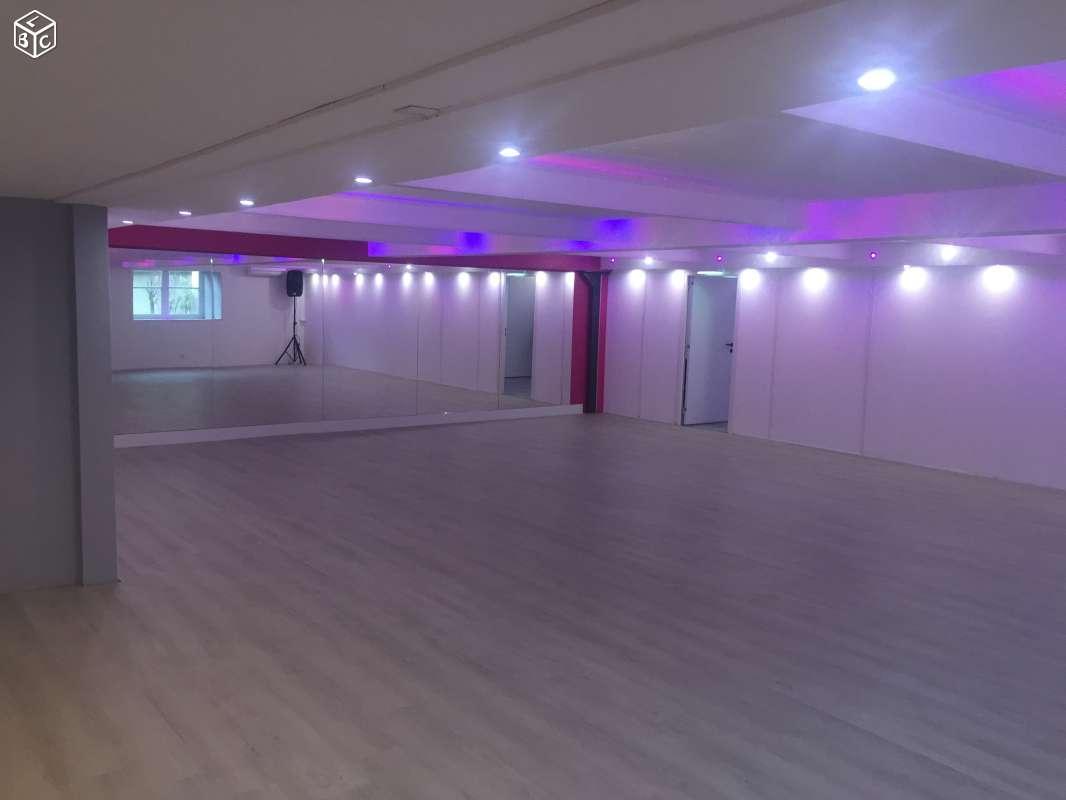 Salle 80m2 XRousse