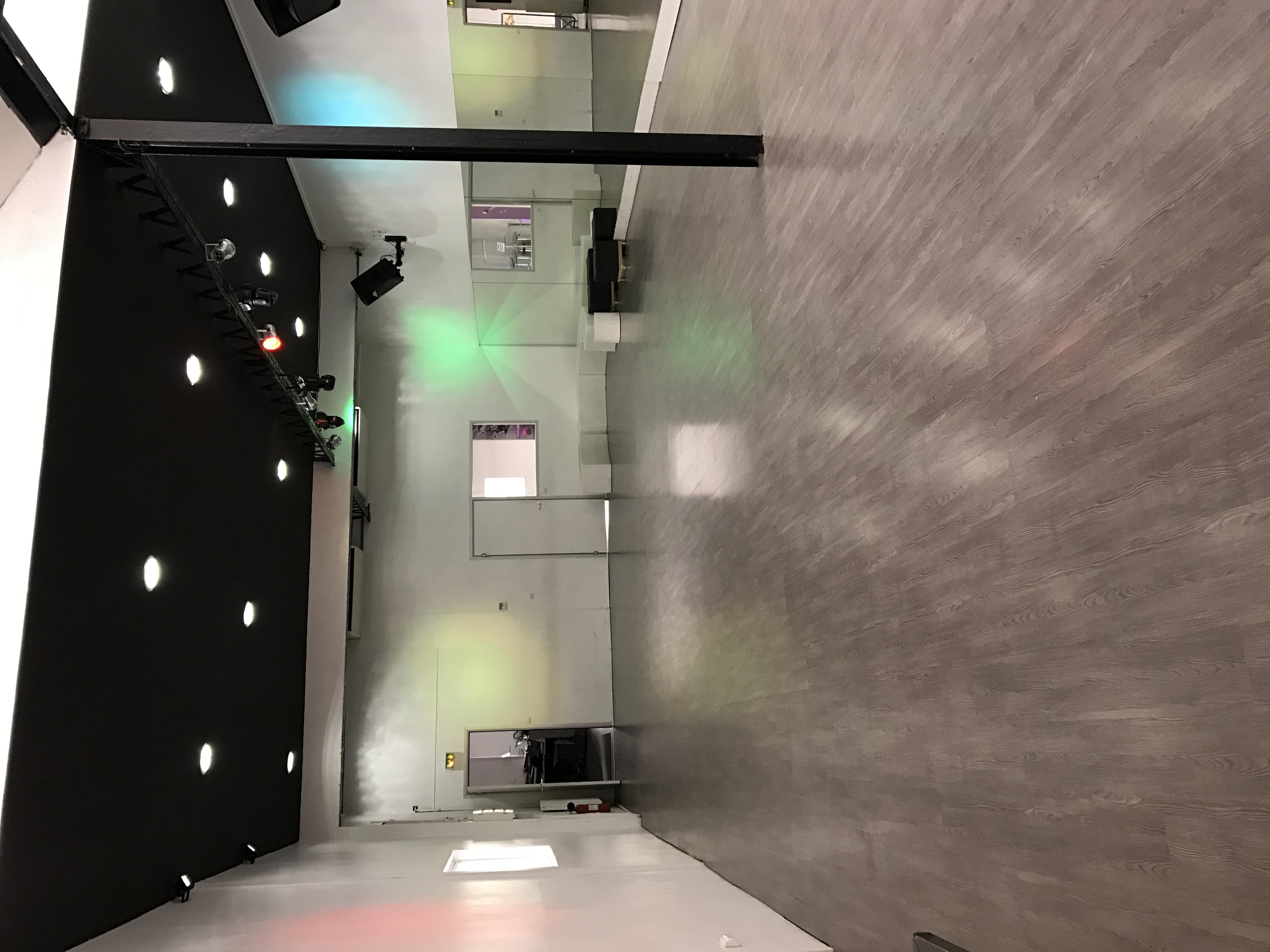 Salle 160m2 Vaise
