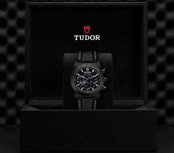 TUDOR_FASTRIDER BLACK SHIELD M42000CN-0017