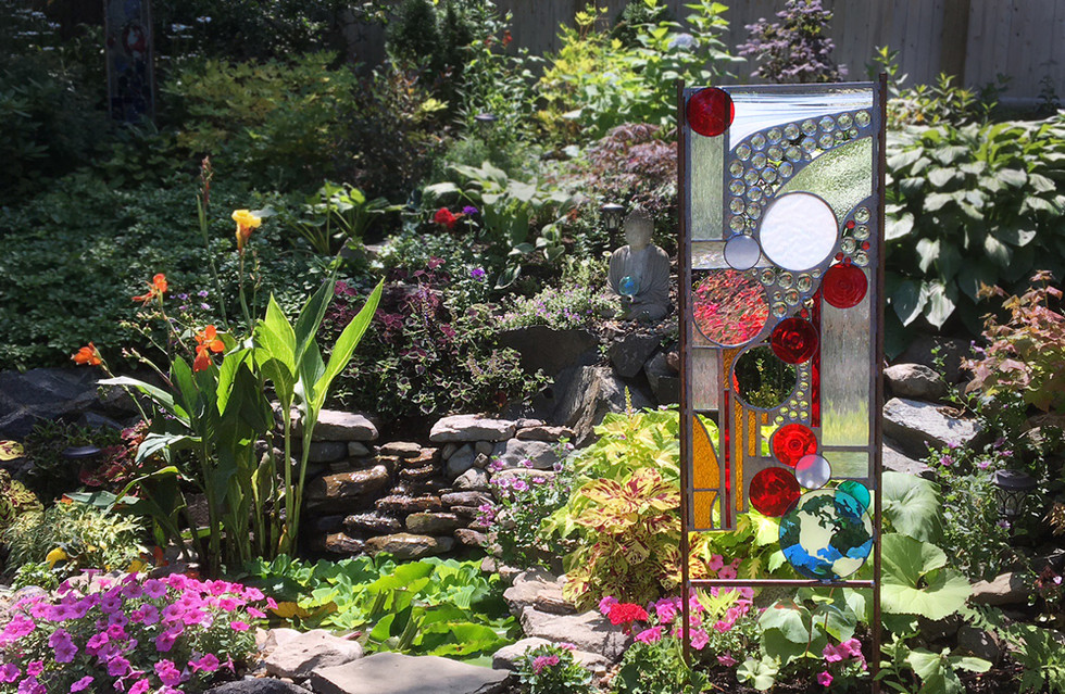 """Rise"" Glass Sculpture in the Garden"