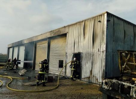 Incendie dans un atelier mécanique à vendres dans l'Hérault.
