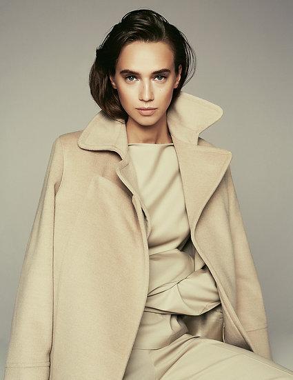 Пальто с графичными элементами