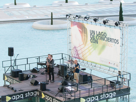 Floating Lago Concert