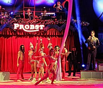 Krefelder Weihnactscircus 2016 - Ringmaster & Circustheater Bingo