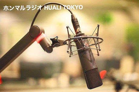 microphone-4319526_640_edited.jpg